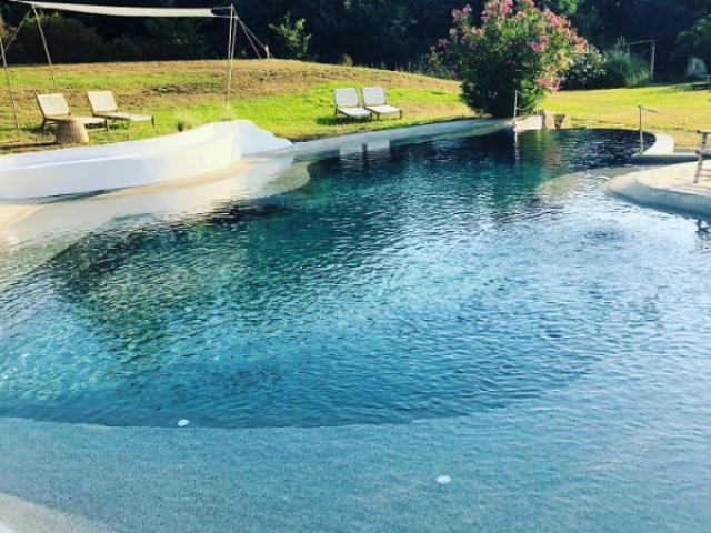 Entretien d'une piscine D'hotel sur ramatuelle