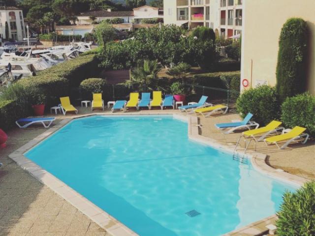 Entretien d'une piscine de copropriété sur Port Cogolin