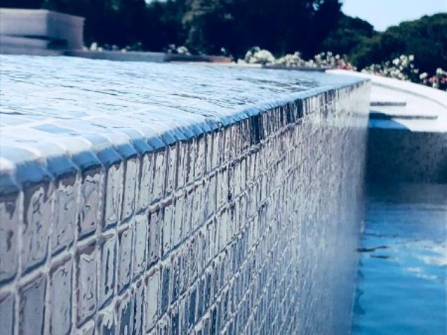 Entretien d'un piscine privée à débordement