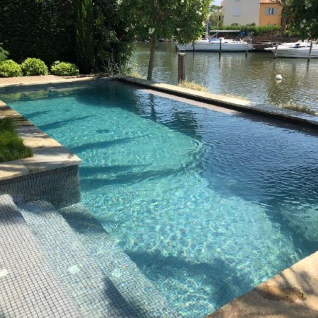 Entretien d'un piscine privée sur Port Grimaud